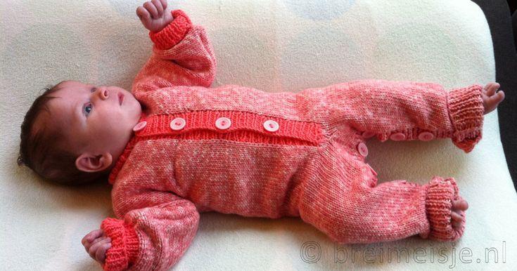 Kun je rechte en averechte steken breien? Ben je geduldig en heb je doorzettingsvermogen? Dan kun jij dit heerlijke babypakje zelf maken!