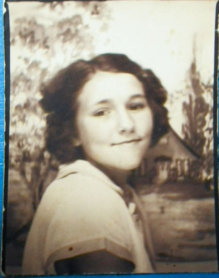 AE91 Original Vintage Photobooth Photo Pretty Teen Brunette Girl Shy Smile