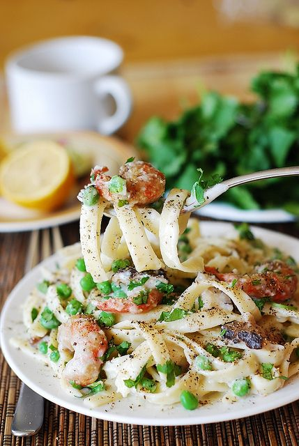 Healthy fettuccine alfredo with shrimp & mushrooms | Shrimp, Gluten ...