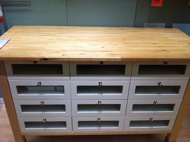 Schreibtisch Ikea Jonas Maße ~ ikea varde island  Kira's Kitchen  Pinterest