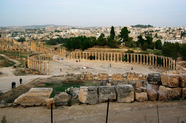 Jerash, Oval forum