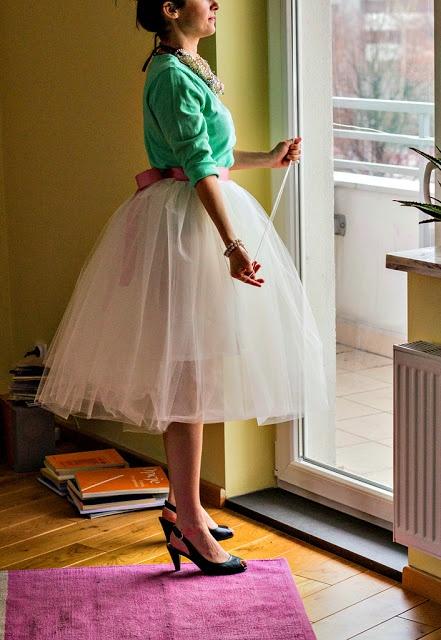 DIY Tulle skirt Tutorial - Blue for Alice in Wonderland!