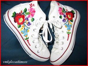 M. Márta kalocsai mintás kézzel hímzett cipő