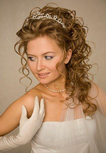 Brautfrisur mit Diadem: Kringellocken - Schön wie eine Prinzessin: Brautfrisuren mit Diadem