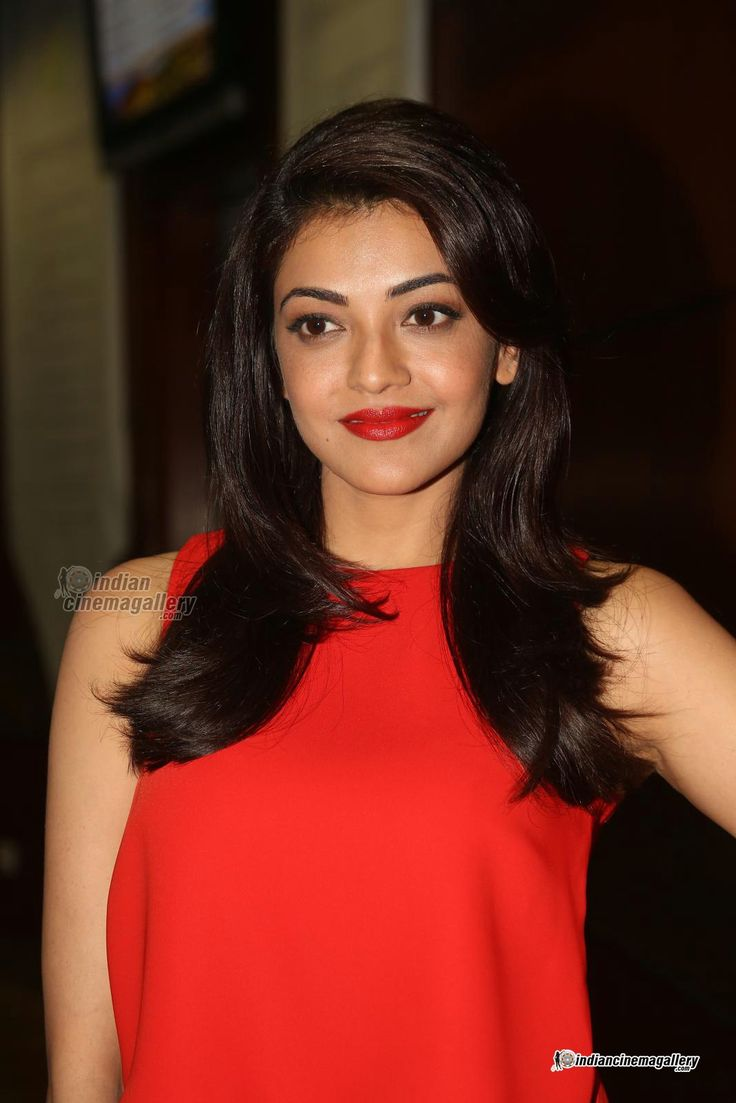 Kajal-Agarwal-at-oopiri-audio-launch-(33)