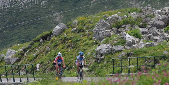 Cycling in France: Learn how to ride the famous mountains of the French Alps without going on an expensive tour.  www.pushcycling.com