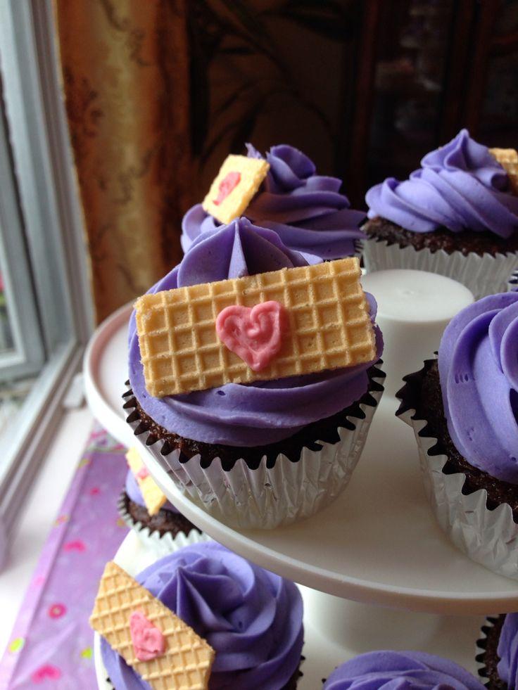 Doc mcstuffins birthday cupcakes. Soo simple!!