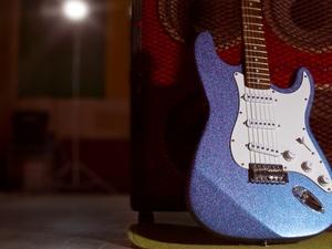 Paint a glitter guitar from makezine.com