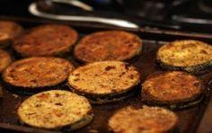 Melanzane gratinate al forno - La ricetta delle melanzane gratinate al forno è estremamente semplice da realizzare: un contorno light, ma saporito da abbinare a secondi piatti di carne o pesce.