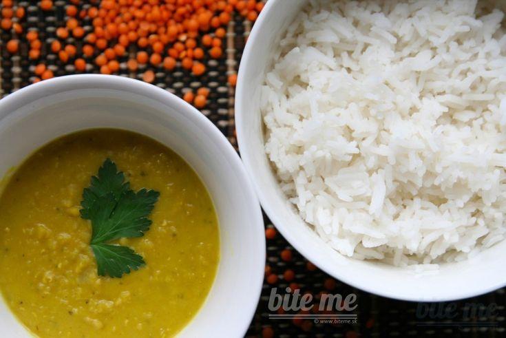 Indický dhal z červenej šošovice s ryžou, plackami chapati a nápojom mango lassi