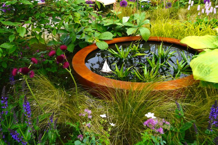 Designed by Carolyn Grohmann. Urbis Design lily bowl with boat.