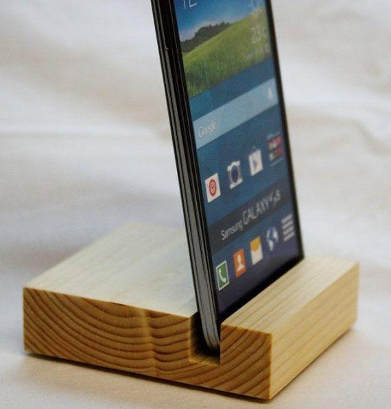 17 migliori immagini su porta cellulare supporto da tavolo dock station in legno massello per - Porta ipad da tavolo ...