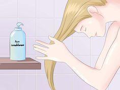 Seja o seu cabelo escuro, loiro ou ruivo, o processo de fazer luzes traz seus tons claros naturais. Passar tempo no sol é uma maneira fácil e eficaz para clarear naturalmente o cabelo, mas se você quiser acelerar o processo, existem outras ...