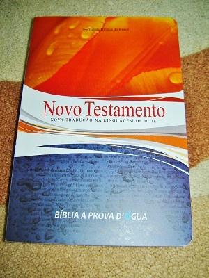 Portuguese New Testament / Portuguese Language NT with Maps and Dictionary / Novo Testamento Nova traducao na Linguagem de Hoje / Biblia A Prova D' Gua