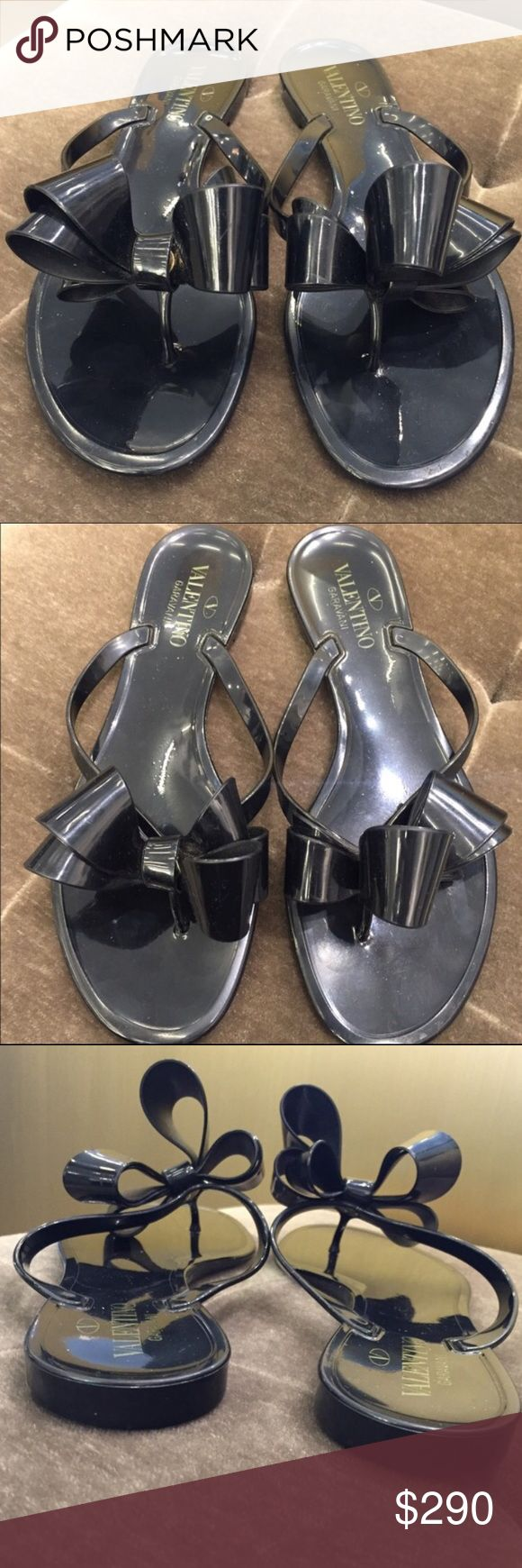 Valentino Bow Sandals 100% Authentic pre-owned Valentino Sandals. Doesn't come with box or dust bag.   ❌NO TRADES❌ ✅PRICE IS NEGOTIABLE✅ Valentino Shoes Slippers