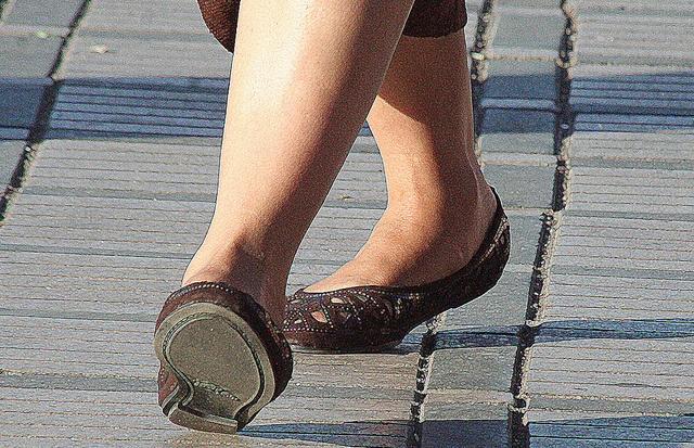 Women Fashion Shoes and Feet in Marrakech Morocco    Photos by Nora Chakri    www.norachakri.com     Beautiful looking women shoes. I like it!: Morocco Photo