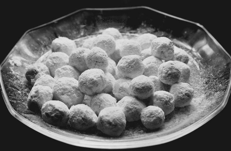 Десерт «Изумрудный дождь», который готовится из ягод крыжовника и орехов, для сладкоежек