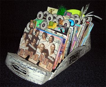 I want to make one of these...this will be my next project (after I finish the two junk journals I'm working on).  It would be so cute sitting on the coffee table...great conversation piece.  :-)  Thanks for the idea!!!