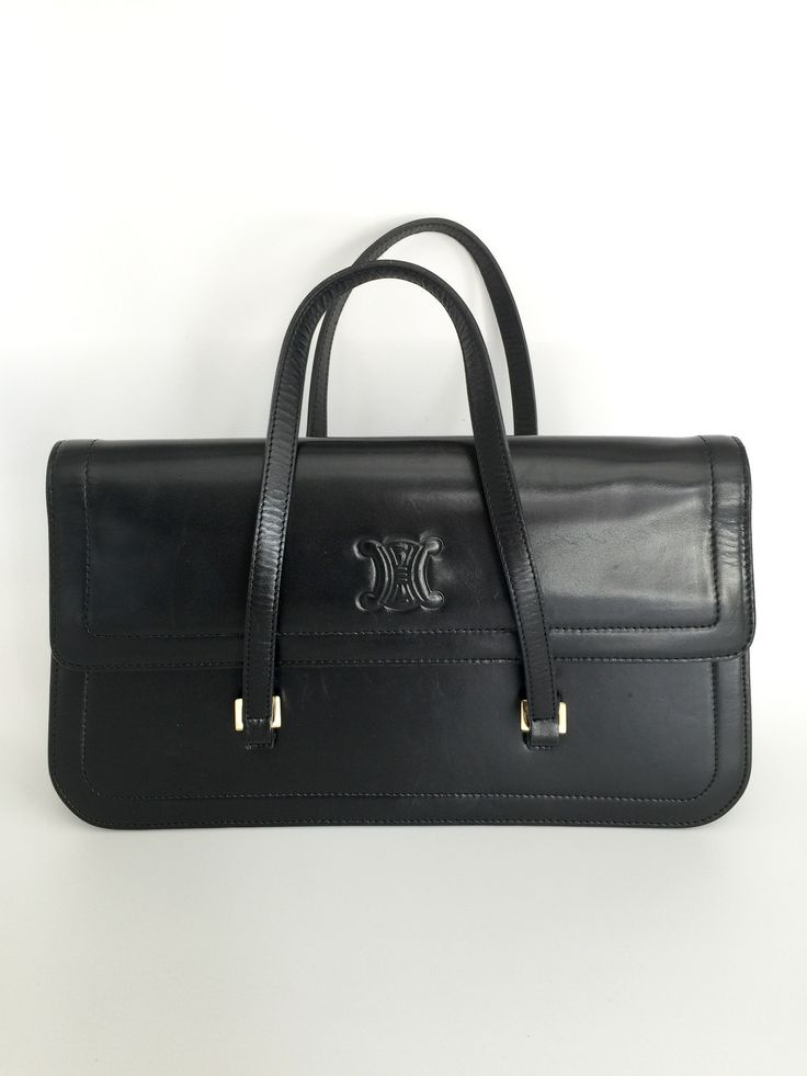 Work the nineties trend with this structured vintage Céline handbag. Though the brand is definitely French, the bag evokes the classic style of Carolyn Bessette Kennedy. Made in Italy of smooth black