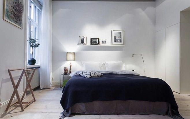 Эта просторная скандинавская квартира расположена в живописном районе Östermalm в центре Стокгольма, Швеция. Квартира площадью почти 86 квадратных метров изысканно сочетает в себе традиционные детали прошлого века (высокие потолки, классические оконные рамы) и современные дополнения.