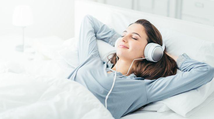 Muziek luisteren is goed voor je gezondheid. Welke muziek helpt als je wakker ligt, in een dip zit of gestrest bent? Hoogleraar neuropsychologie Erik Scherder geeft tips.