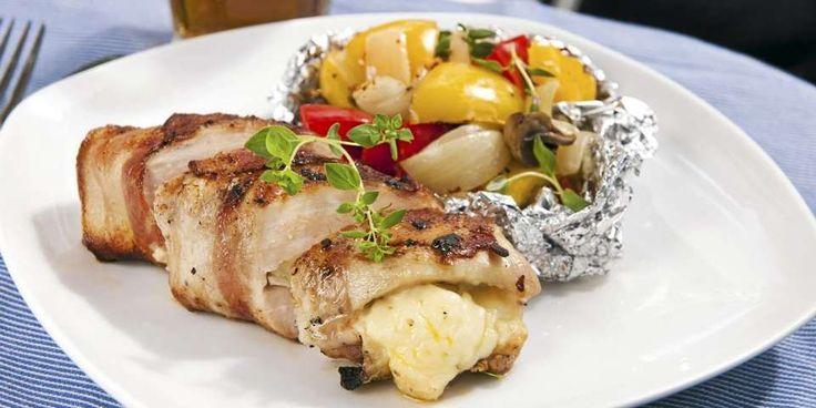 Hva med en saftig kyllingfilet med bacon og brie på grillen i kveld? Enkelt og utrolig godt!