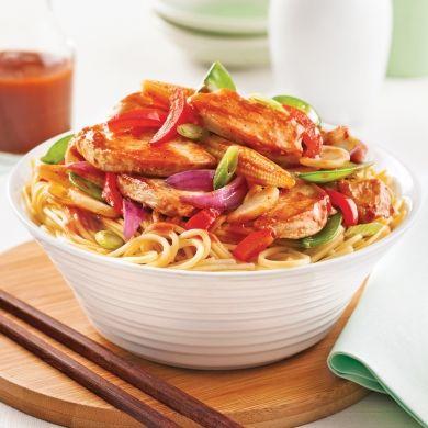 Poulet asiatique sur nouilles chinoises - Soupers de semaine - Recettes 5-15 - Recettes express 5/15 - Pratico Pratique