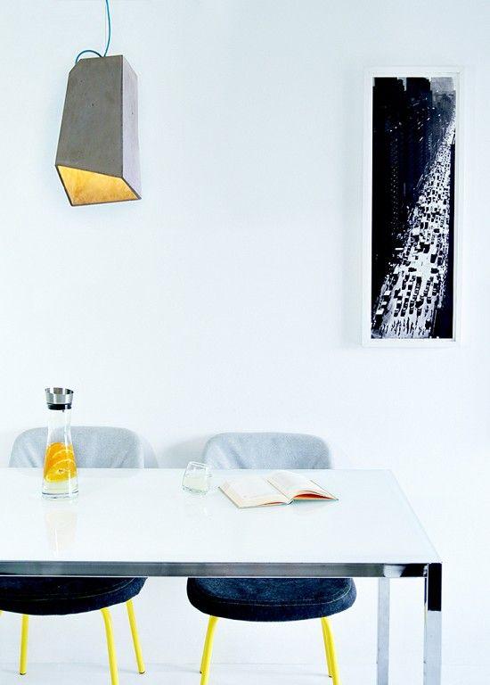 Odmień swoje wnętrze jednym dodatkiem! Jeśli cenisz sobie eklektyczne rozwiązania oraz minimalistyczne formy w swoim mieszkaniu wybierz lampy betonowe.