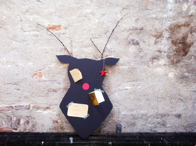 DIY: Hang je kerstkaarten op aan dit Rudolph prikbord   | roomed.nl