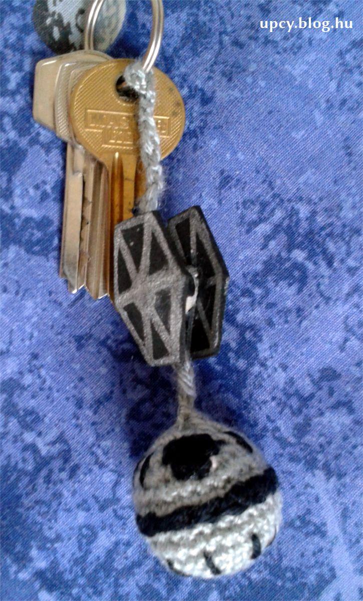 May the 4th be with You! Crochet Death Star with wooden bead Tie Fighter tutorial. Star Wars napi útmutató: horgolt Halálcsillag és fa gyöngy Tie vadász.