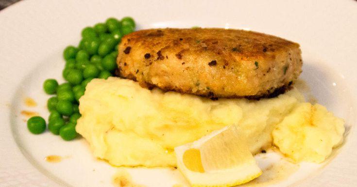 En modern klassiker i ny tappning. Självklart är potatismos, gröna ärtor och brynt smör ett måste även tillwallenbergare på fisk.