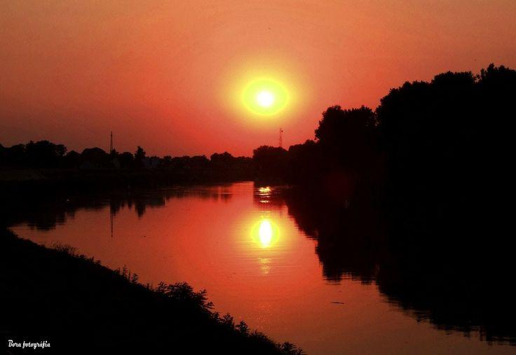 Alkonyati naptükör a Tiszán