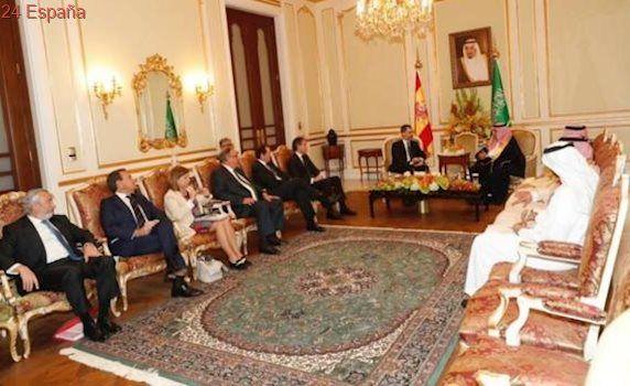 Criticada la secretaria de Estado de Comercio española por lucir un vestido corto en Arabia Saudí