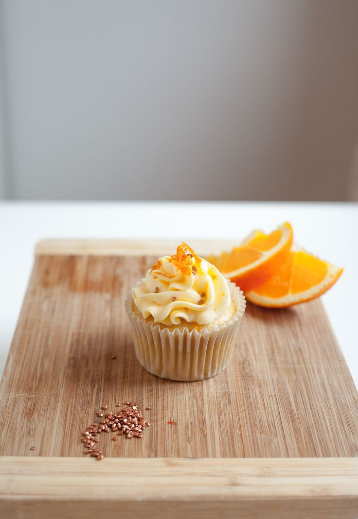 Ready for the spring with this new Orange & Vanilla cupcake (no egg). Box of 6 and 12 starting from 150kr. Email cakemeoslo@gmail.com for orders.