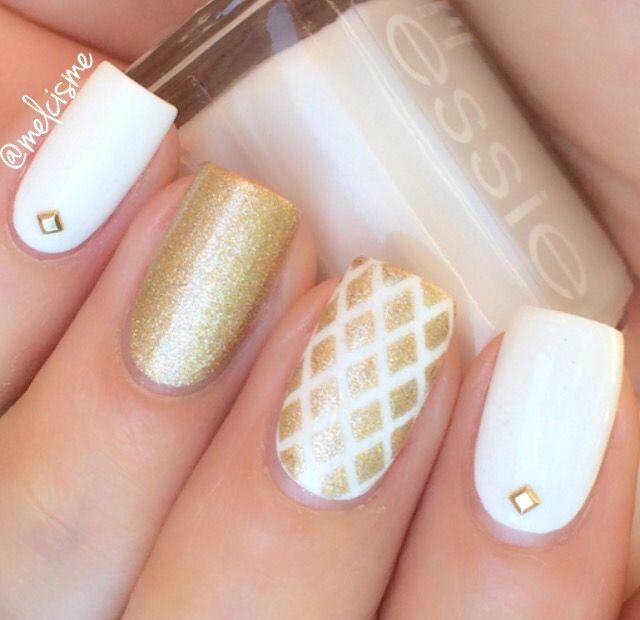 White & Gold Nails by Instagram user : melcisme
