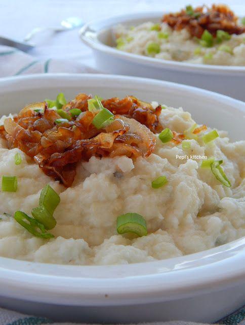 Πουρές από κουνουπίδι με horseradish sauce και καραμελώμενα κρεμμύδια http://pepiskitchen.blogspot.gr/2015/11/poures-kounoupidi-me-horseradish-sauce-kai-karamelomena-kremmydia.html