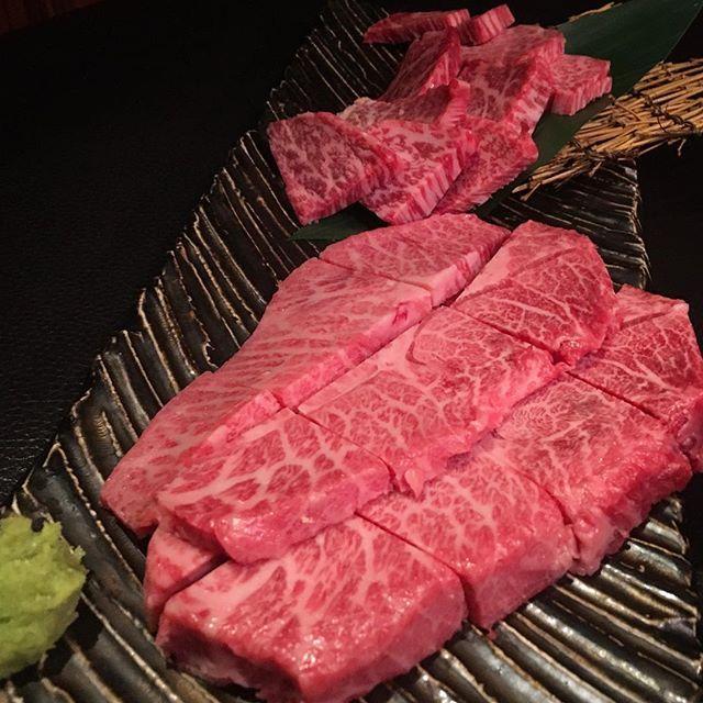 『A5の肉』 刺身で食べれる程の鮮度!サッと焼いて山葵で食べる! ミスジ、ザブトン、ランプ、イチボ、タンどれも美味い! 生レモンサワー美味い!濃いめのハイボールを頼むと本気で濃い!〆の冷麺もたまらない! 押忍、ごっつぁんです! #和牛 #肉 #牛 #焼肉 #ハイボール #にくだらけ #にくまみれ #酒まみれ #西麻布  #beef #meat #a5 #wagyu #yakiniku #steak #japanesefood #nishiazabu #tokyo #japan