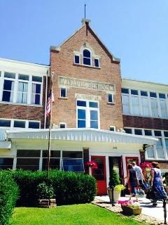 The Davie School Inn, Anna