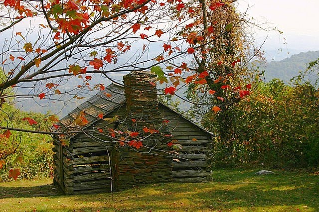 An old log barn sitting along the Blue Ridge Parkway.     Photo from Wunder Weather Photos.