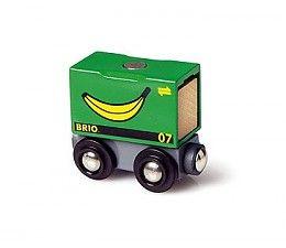 Brio bananen wagon  In deze container kunnen de bananen veilig de grote oceaan oversteken. Eenmaal aangekomen gaat de reis per trein verder. Wanneer de bananen op de plaats van bestemming aangekomen zijn, kunnen ze met behulp van de magnetische BRIO kraan gelost worden.  http://www.brio-trein.nl/brio-treinen-bananen-wagon.html