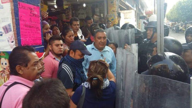 DERECHOS HUMANOS GUERRERO INTERVIENE COMO MEDIADOR EN CONFRONTACIÓN DE INTEGRANTES DEL SUSPEG Y POLICÍAS ANTIMOTINES!!!