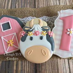 I just love girly farm sets. Oh how I adore this cow! #customcookies #decoratedcookies #farmcookies#cowcookies
