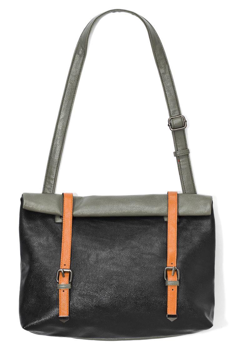 ib-g9-hp, czarna skórzana torba z szarym paskiem, z pomarańczowymi zapięciami