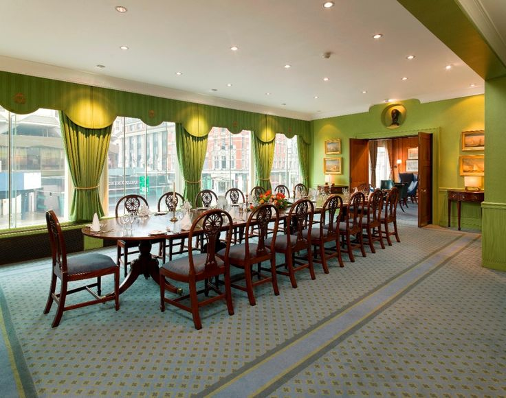 Edinburgh Room: ideal for lunches and dinners for up to 22 guests and pre-drinks for up to 50 guests. This room overlooks Knightsbridge and benefits from great natural light.