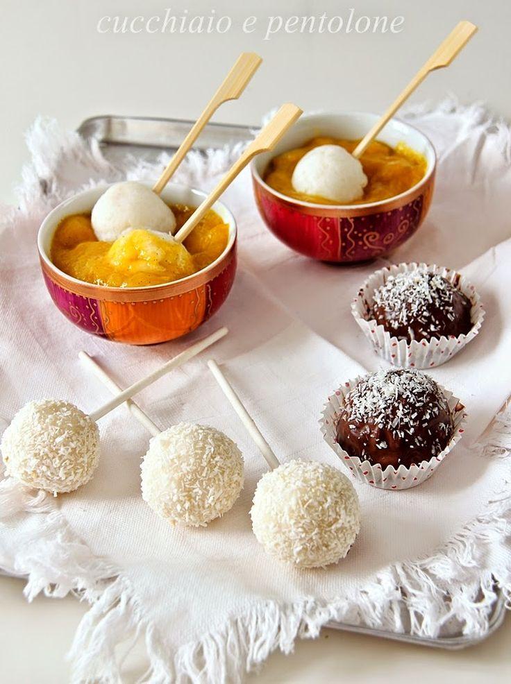 Bon bon di riso al latte di cocco e zuppetta di mango speziata