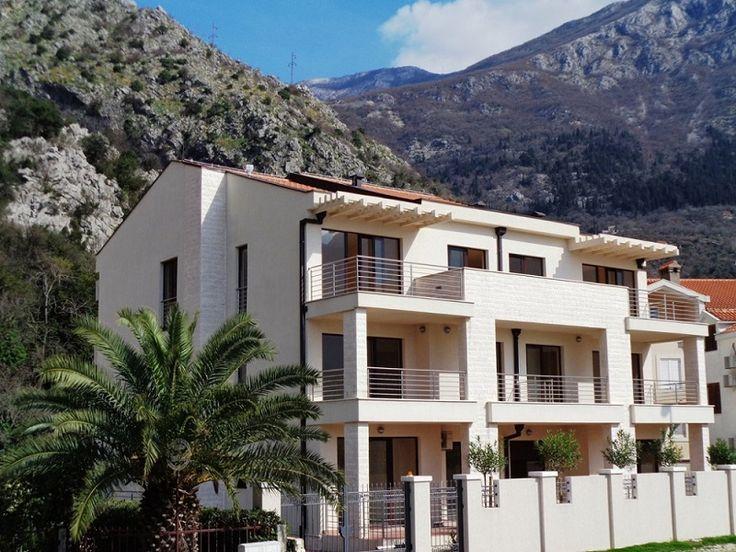 Черногория – предлагаем инвестировать в отличную виллу,  расположенную  в городке Рисан , на побережье Боко-Которского залива. Вилла идеально подходит для отеля, так как расположена в шикарном месте в окружении гор, на пересечении нескольких туристических маршрутов и всего в 60 метрах от пляжа.  В вилле всего 7 апартаментов с премиум отделкой, одно помещение под ресепшн или бар, на верхнем уровне можно обустроить дополнительные помещения.  Цена: 2 000 000 евро #черногрия #виллавчерногории