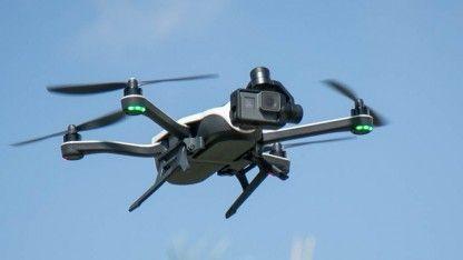 Bei Gopros Karma-Drohne kann es während der Nutzung zu einem spontanen Stromausfall kommen - bei einem Quadcopter eine schlechte Sache. Der Hersteller ruft daher alle Geräte
