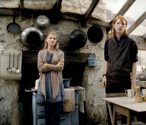 Fleur Delacour/ Clémence Poésy  and Bill Weasley/ Domhnall Gleeson in Harry Potter and the Deathly Hallows (2011)