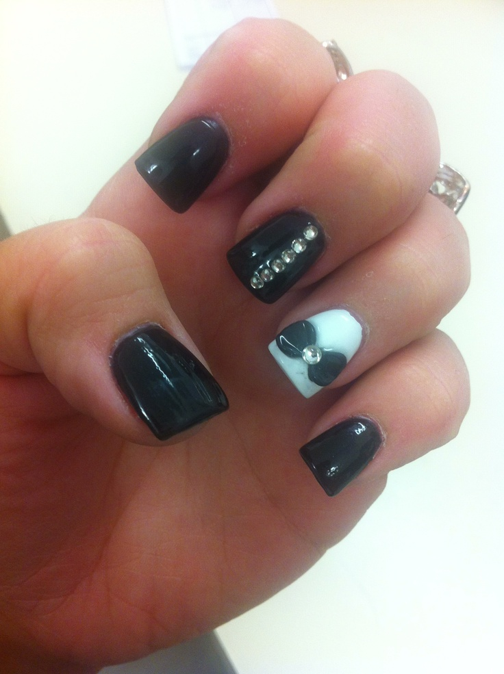 Black acrylic nails with diamonds ~ Beautify themselves with sweet nails