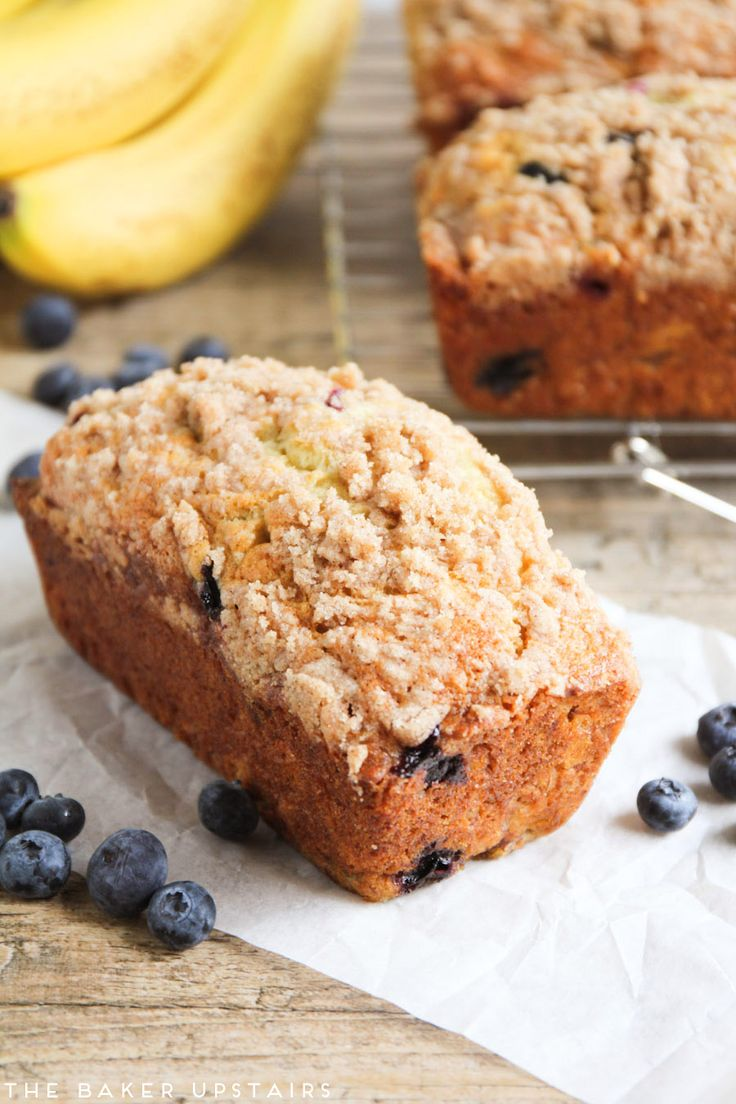 Blueberry banana bread - this is the best banana bread in the world! Loaded with juicy blueberries and topped with a buttery cinnamon streusel. It is so so good!